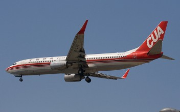 China United Airlines Boeing 737-86D